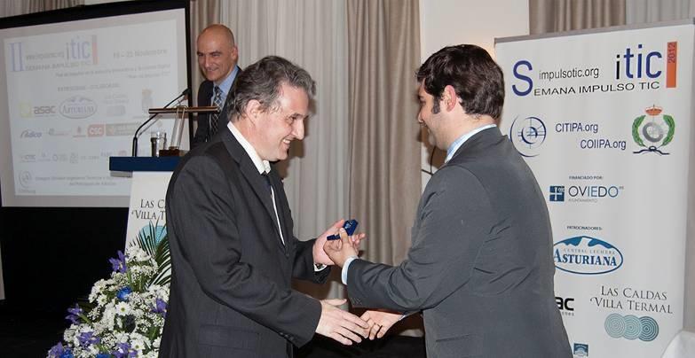 sitic2012-insignia-de-oro-coiipa-d-aquilino-a-juan-fuente